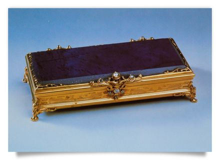 lidded box: lapislazuli, gold, diamonds